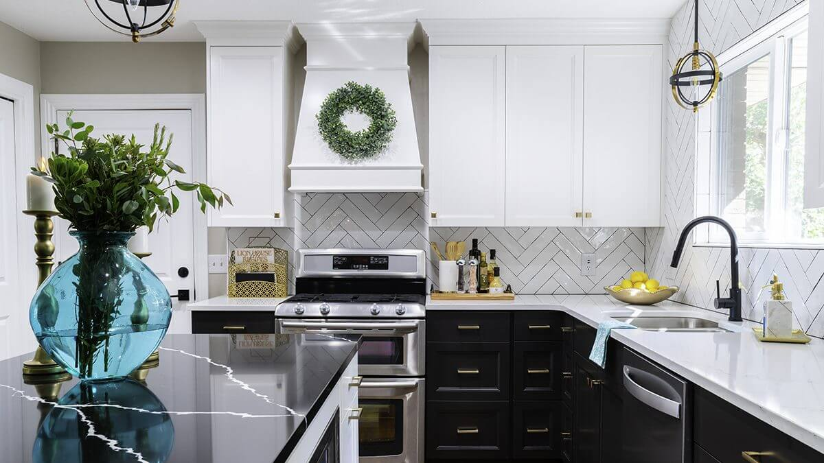 Black and White Kitchen | Chic and Timeless