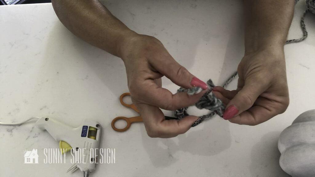 Knotting finger knitting