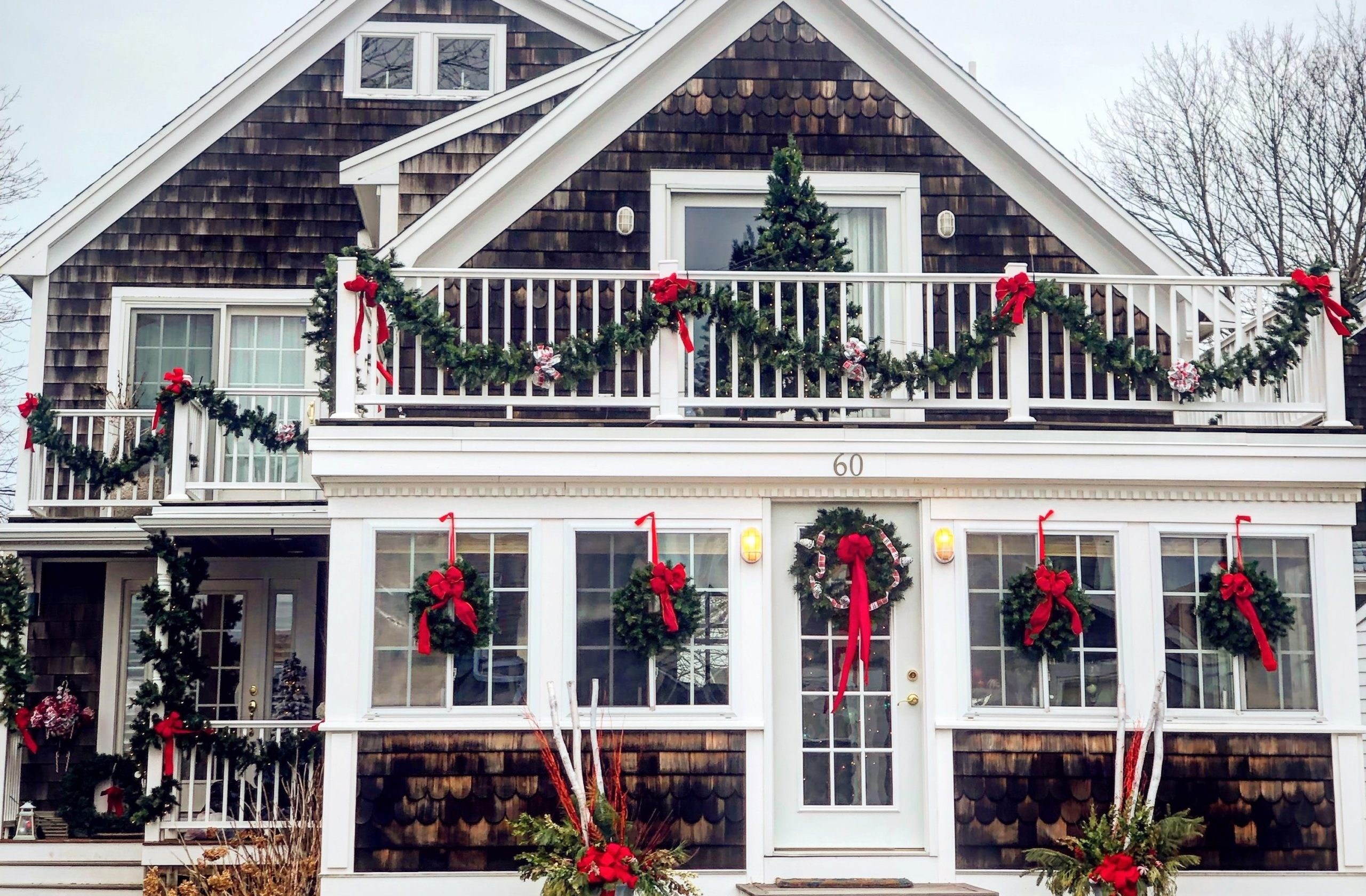 Traditional Christmas Decorations for a Cozy Home