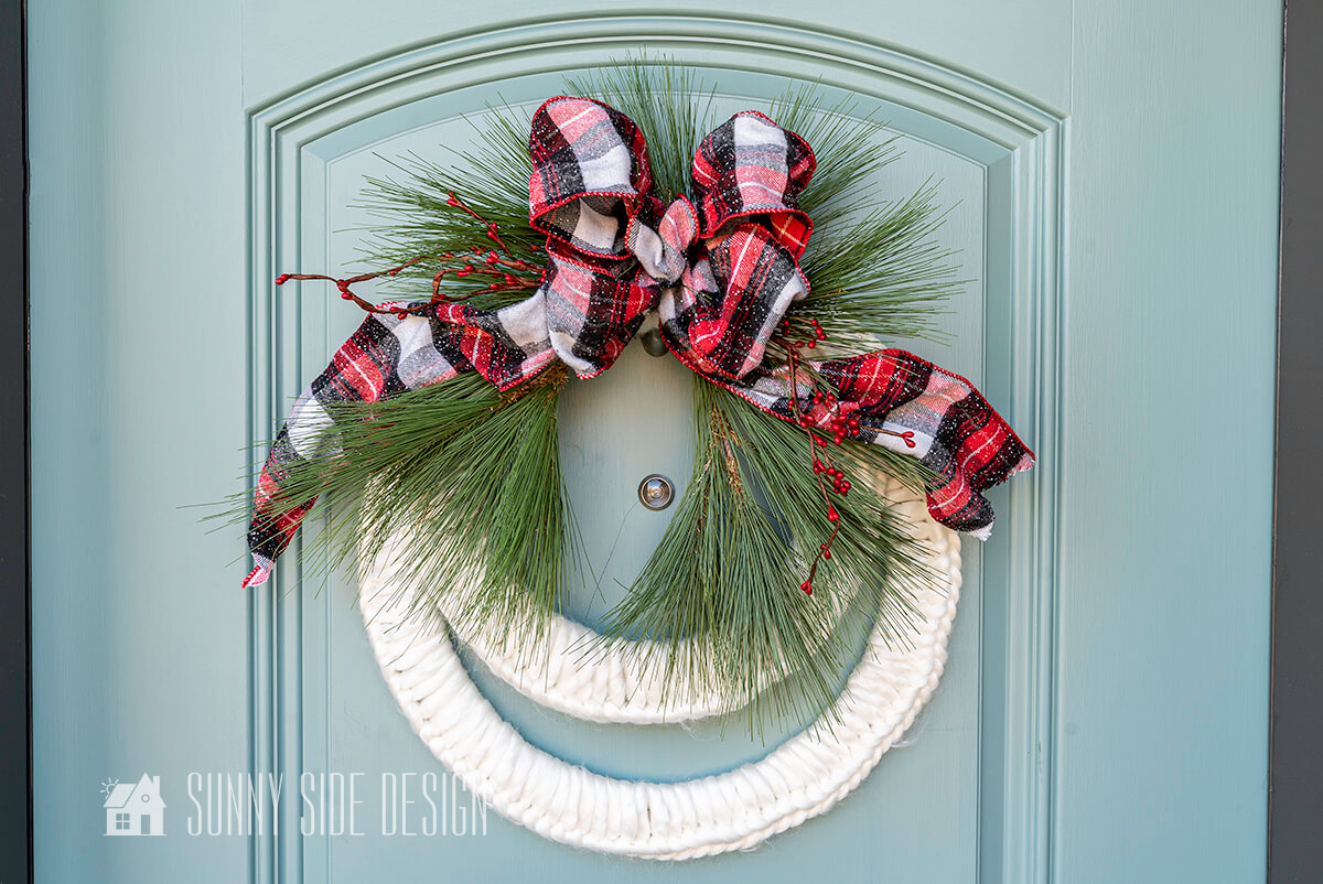 How to Make a Christmas Wreath That's Cozy & Inviting