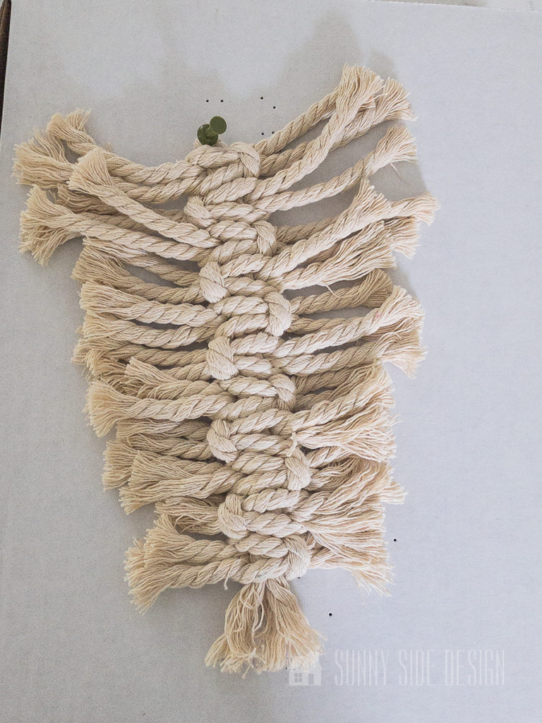square knots tied around the center spine to create the macrame leaf design